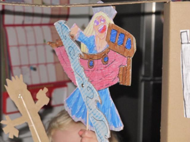 construire-castelet-theatre-marionette-carton