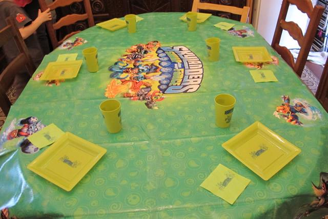 table-gouter-anniversaire-skylanders-swap-force
