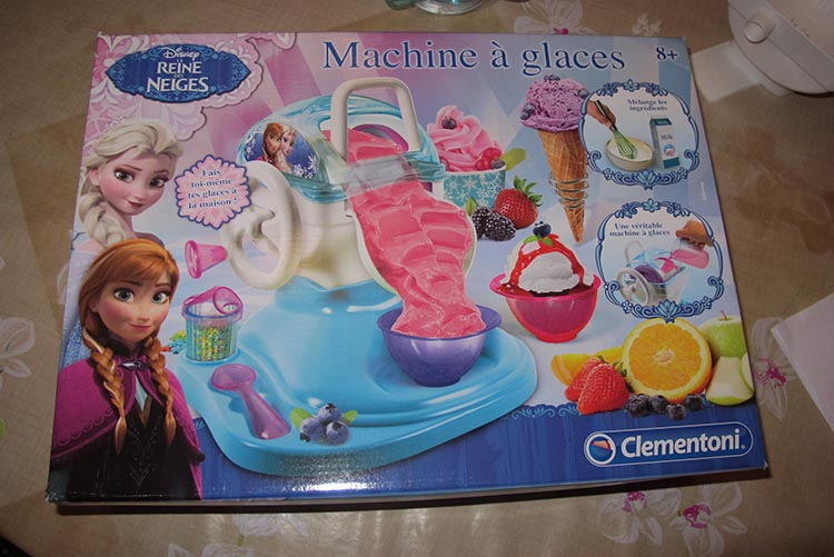 machine-a-glace-reine-des-neiges-clementoni-13