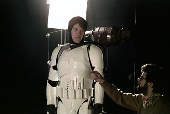 stormtrooper-coulisse-guerre-des-etoiles