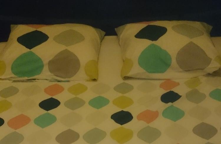 Papa teste le linge de lit panache de colombine by la for Parure de lit blanche porte