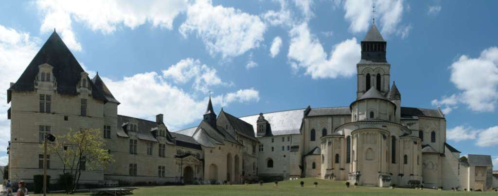 Panorama_from_Fontevraud_abbey[1]