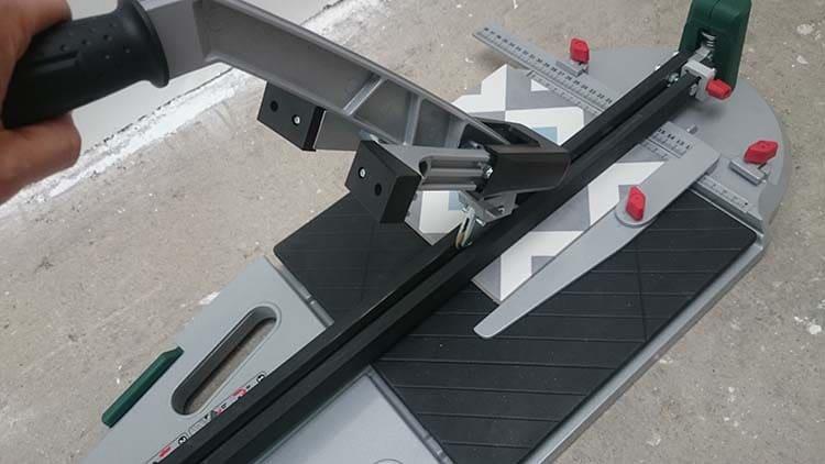 test bricolage le couteau carrelage ptc 640 de bosch. Black Bedroom Furniture Sets. Home Design Ideas